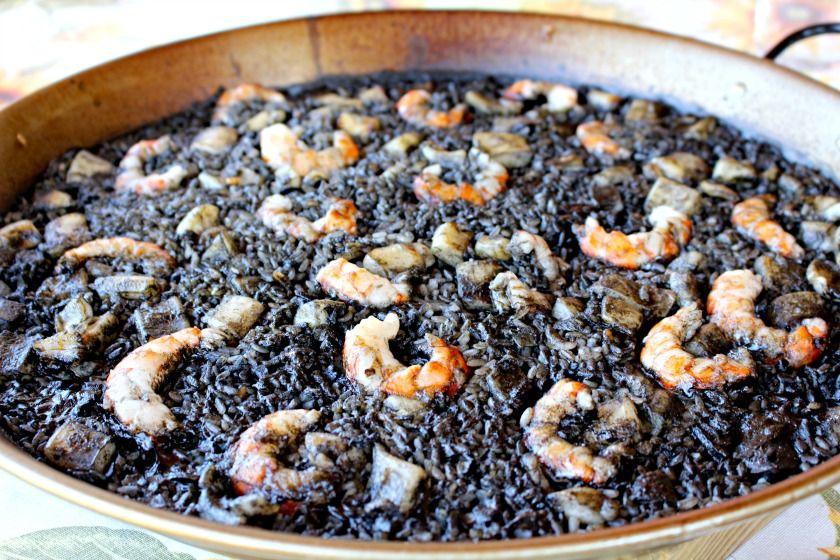 Arroz negro con gambas, calamares y sepia
